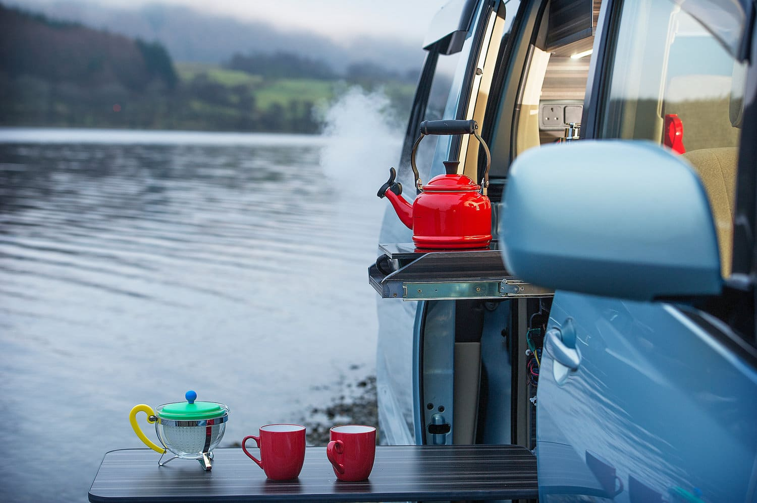 Eco-Camper-Blue-kettle-outside-boiling
